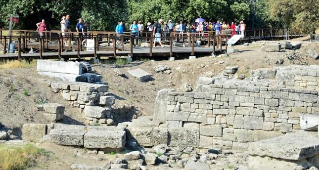 "Nueva "" guerra de Troya"". Desenlace. - Página 2 New-sanctuary-discovered-at-ancient-city-of-troy-in-western-turkey-1566809683910"