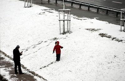 A man snaps a photo of a boy in Beylikdüzü, Istanbul. (IHA)