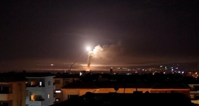 صاروخان إسرائيليان يسقطان قرب مطار دمشق الدولي في سوريا