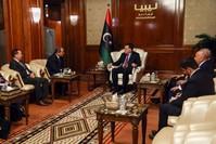 وزير الخارجية الجزائري يلتقي رئيس المجلس فائز السراج الفرنسية