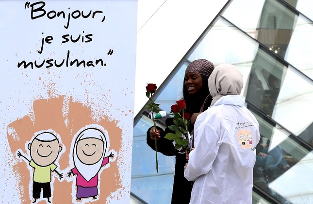 In Belgium alone, fifty young Muslims presented roses and information brochures to people in Belgium, April 13, 2019.