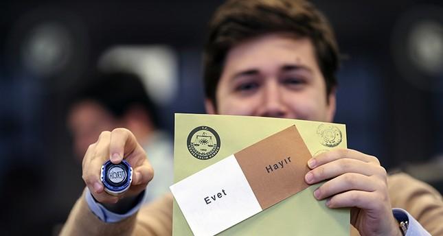 انتهاء تصويت الأتراك بالاستفتاء على التعديلات الدستورية خارج البلاد