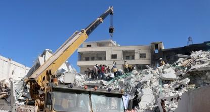 مقتل 32 وإصابة 45 مدنيًا جراء تفجير في إدلب السورية