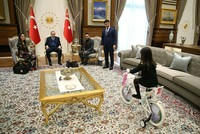 Erdoğan hosts little girl who cried for not being able to meet him