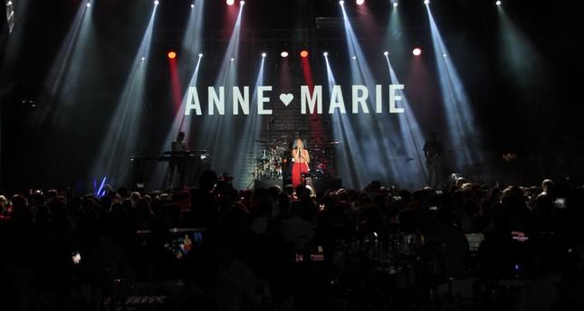 المطربة البريطانية آن- ماري تحيي حفلاً غنائياً بأنطاليا التركية