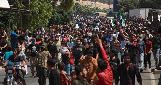عشرات الآلاف يتظاهرون في إدلب ضد النظام السوري وروسيا