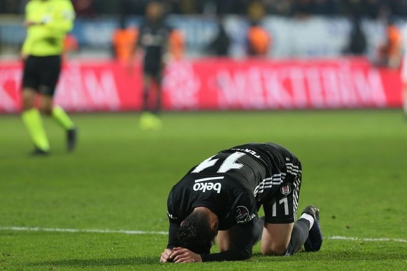 Beu015fiktau015f striker Mustafa Pektemek reacts after a position against Istanbul rivals Kasu0131mpau015fa, on Dec. 23, 2018. (AA Photo)