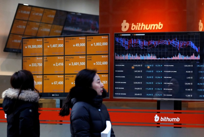 People look at monitors displaying cryptocurrency values at Bithumb, one of South Korea's biggest digital currency exchanges, in Seoul. (EPA Photo)