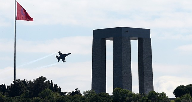 سلاح الجو التركي يجري استعراضاً تخليداً لذكرى شهداء معارك جناق قلعة البرية