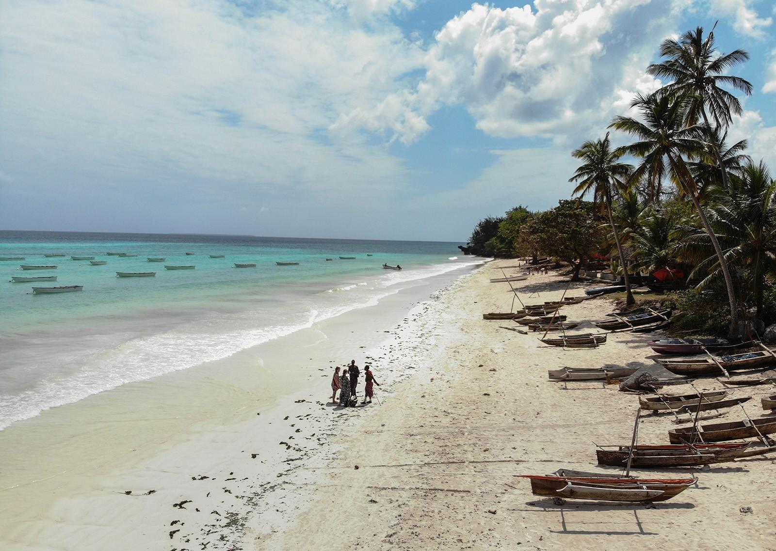 Бирюзовый океан, белые пляжи, черепахи, деревянные двери, или что такое Занзибар