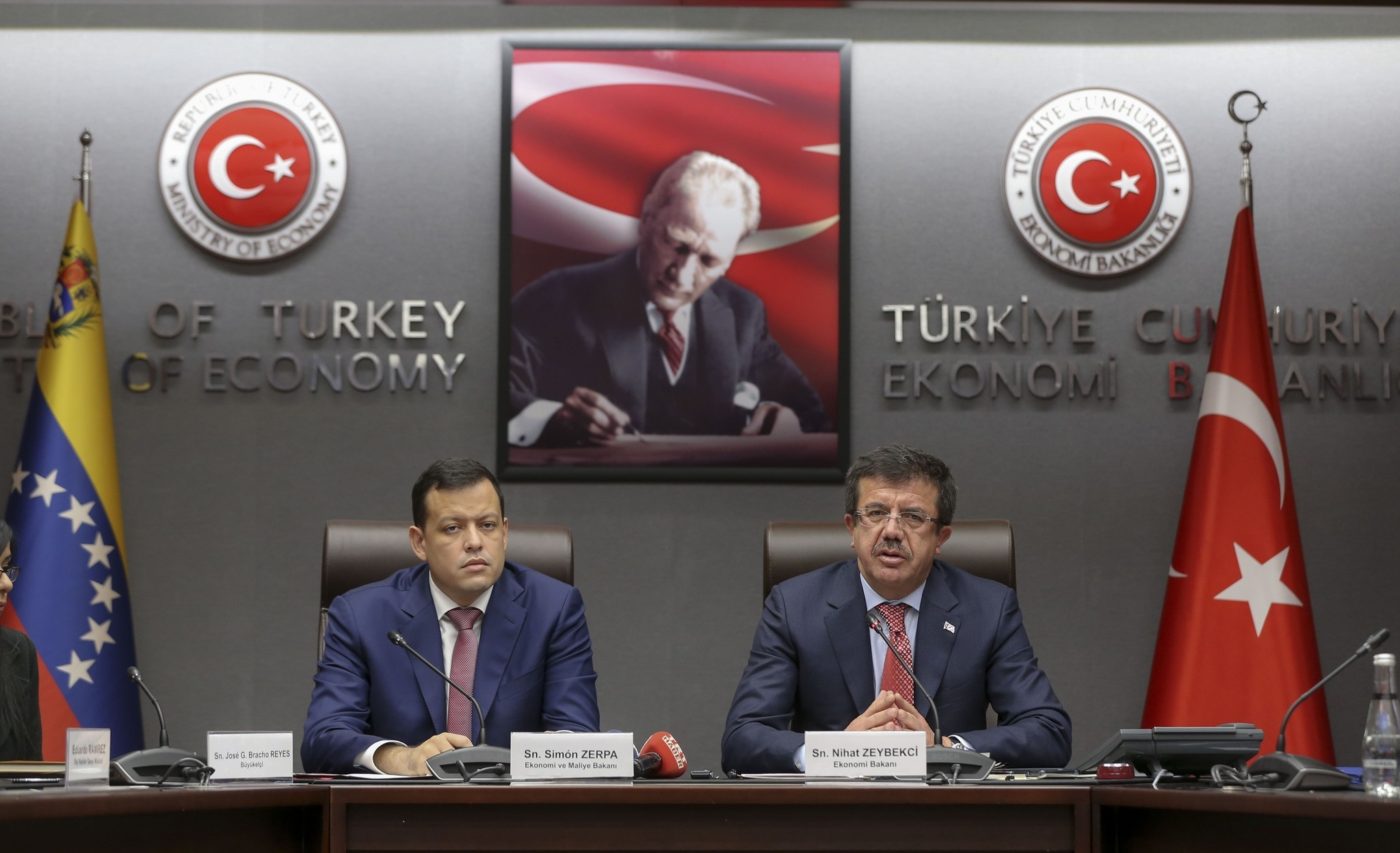 Venezuela's Economy Minister Simon Zerpa met with his Turkish counterpart Nihat Zeybekci in Ankara on Tuesday to discuss trade relations. (AA Photo)