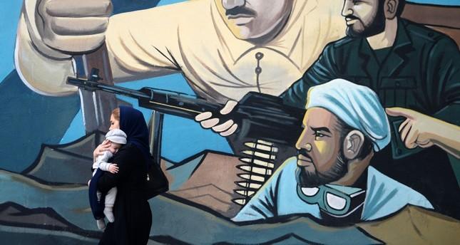 جدارية على أحد جدران طهران (الأناضول)