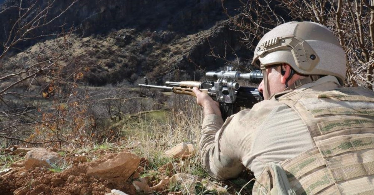 A soldier in Operation Ku0131ran, which is taking place in Hakkari province against PKK terrorists, takes aim at a potential target in this undated photo. (Gendarmerie Command via AA)
