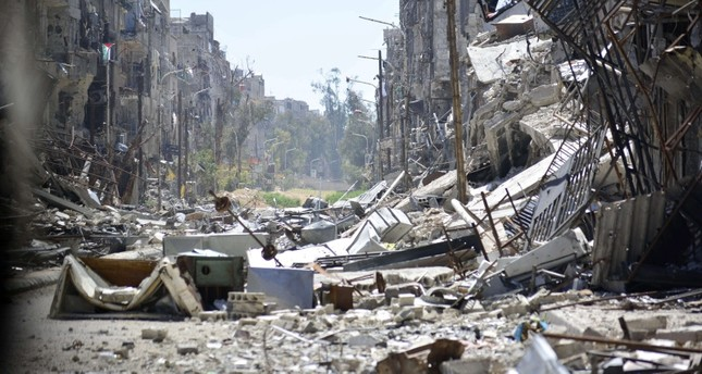 جزء من الدمار الذي أصاب مخيم اليرموك جراء استهداف النظام السوري له بكافة الأسلحة (الأناضول)