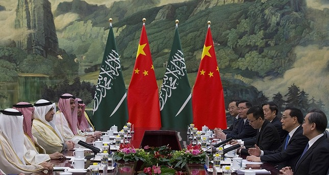 Chinese Premier Li Keqiang (2-R) meets with Saudi Arabia's King Salman bin Abdulaziz al-Saud (2-L) at Great Hall of the People in Beijing, China, March 17, 2017. (EPA Photo)