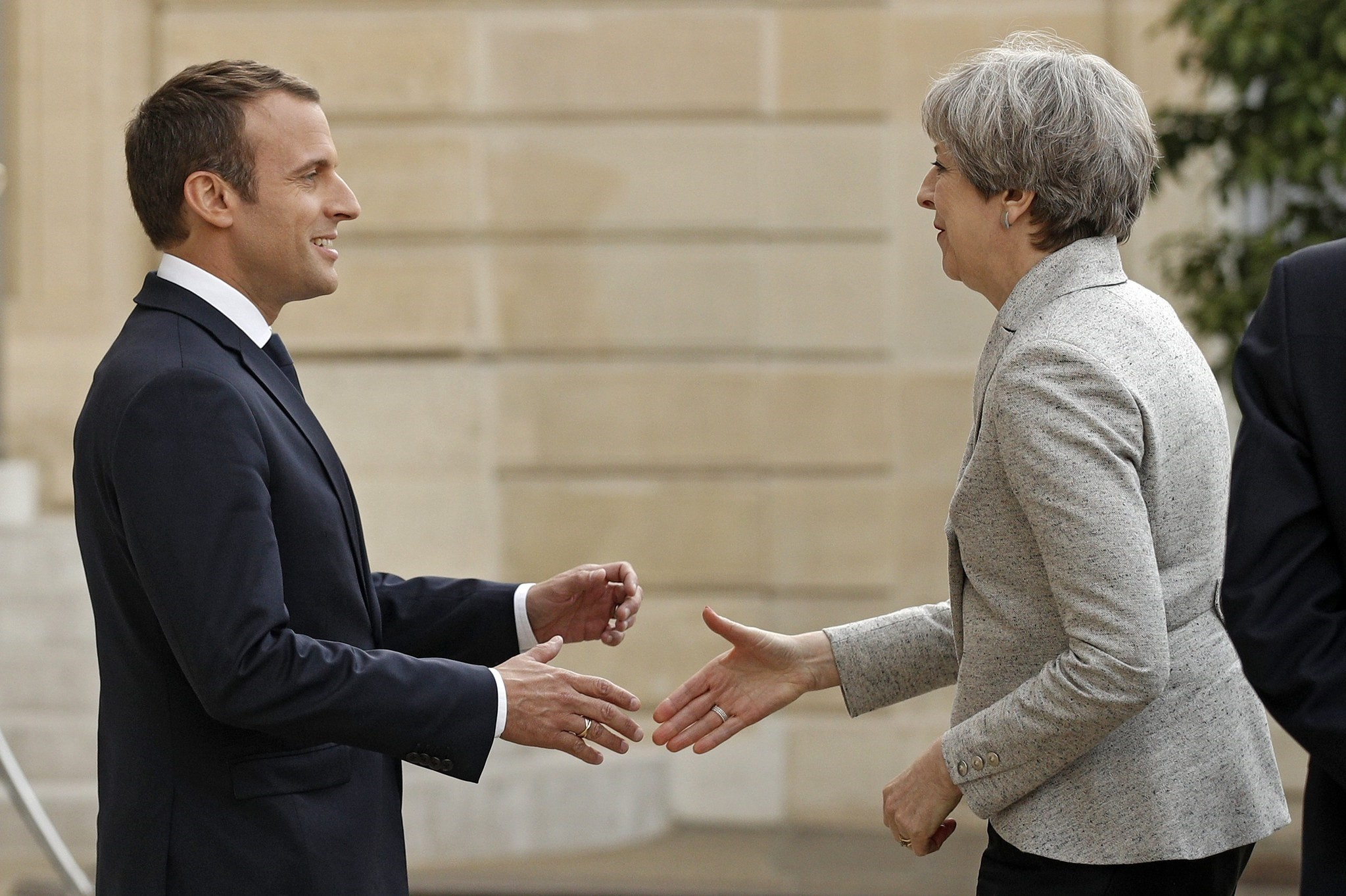 French President Emmanuel Macron (L) greets British Prime Minister Theresa May (R) upon her arrival at the Elysee Palace in Paris, France, 13 June 2017. (EPA Photo)