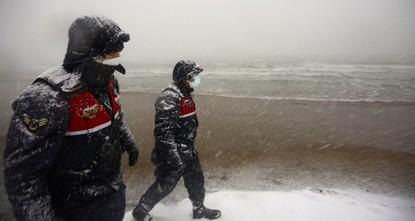 تركيا تواصل البحث عن 3 مفقودين بعد غرق سفينة في البحر الأسود