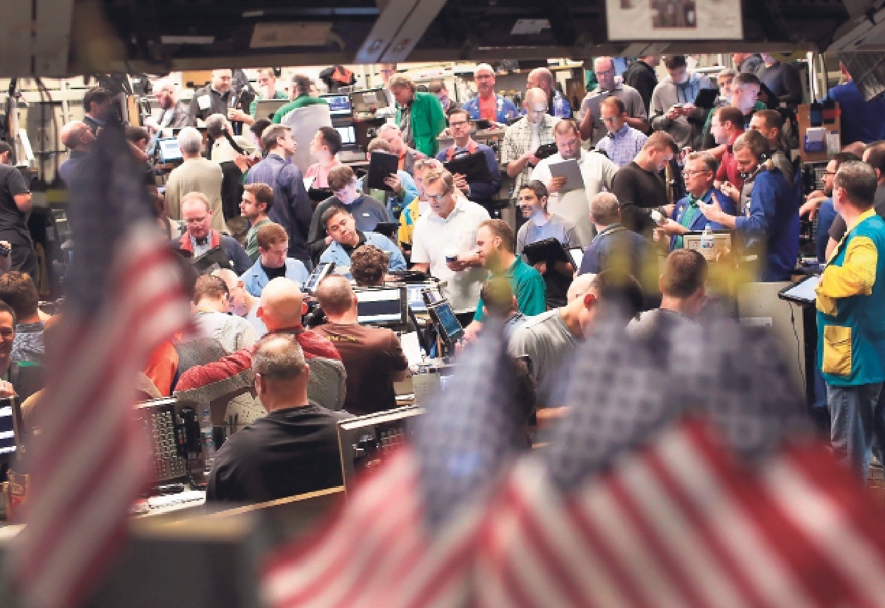 Traders in the Standard & Pooru2019s 500 stock index options pit at the Chicago Board Options Exchange (CBOE) fill orders in Chicago.