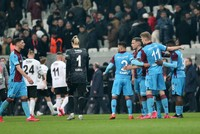Trabzonspor rescues late draw at Beşiktaş to stay on top