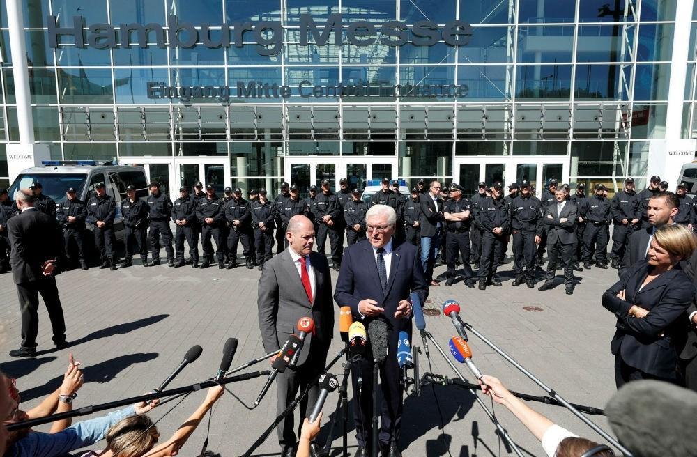 German President Frank Walter Steinmeier (R) and Hamburg Mayor Olaf Scholz (L) at a press conference in Hamburg, Germany, July 9.