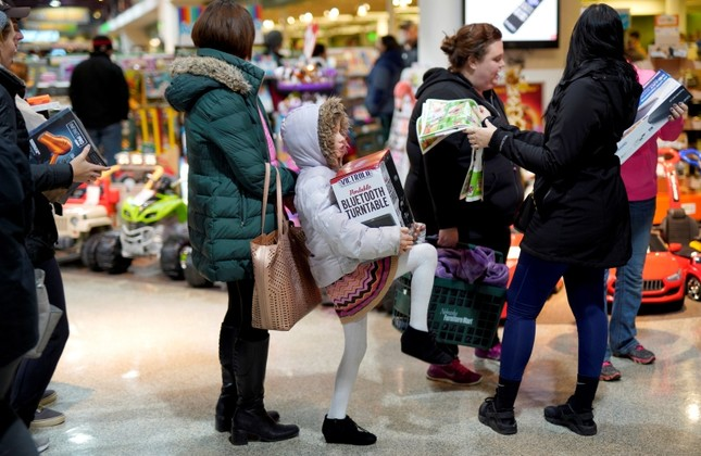 Black Friday Still Brings Crowds To Us Stores In Era Of Online