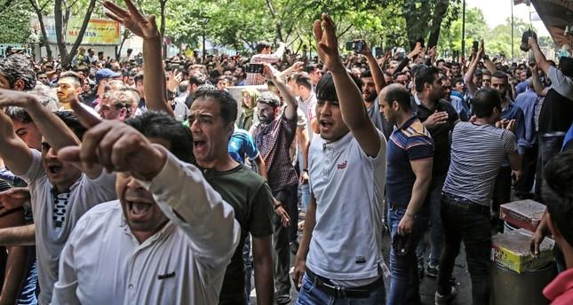 المتظاهرون في شوارع طهران اليوم (الفرنسية)