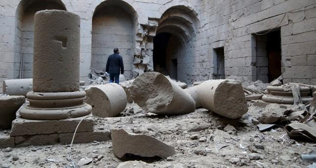 من آثار قصف النظام على مدينة بصرى الأثرية/درعا (من الأرشيف)