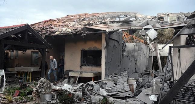 إصابة خمسة إسرائيليين إثر سقوط صاروخ على منزل شمال تل أبيب