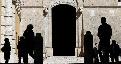 pDie taumelnde Krisenbank Monte dei Paschi di Siena darf von Italien staatliche Hilfen bekommen. Heute machte die EU-Kommission den Weg dafür frei./p  pAußerdem genehmigte die Behörde in Brüssel,...