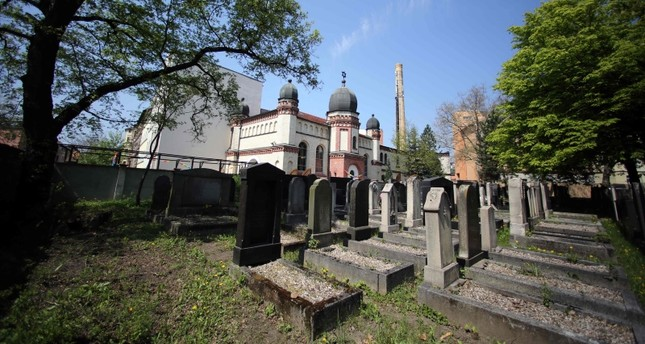 View taken on May 5, 2013 shows the Jewish cemetery and the synagogue in Halle an der Saale, eastern Germany. (AFP Photo)