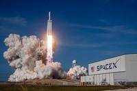 أطلقت شركة سبيس إكس الأمريكية لإنتاج مركبات الفضاء والصواريخ، الثلاثاء، أقوى صاروخ في العالم وهو صاروخ فالكون الثقيل.  عملية الإطلاق تمت من مركز كينيدي للفضاء في ولاية فلوريدا، والصاروخ يعادل...