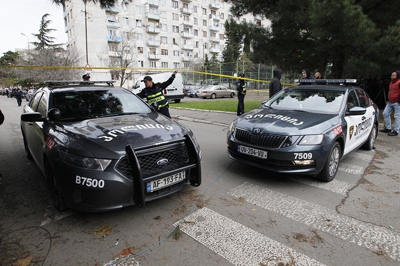Georgian police block the area where a counter-terrorism operation is taking place in the Isani district of Tbilisi, Georgia, Nov. 22, 2017 (EPA Photo)