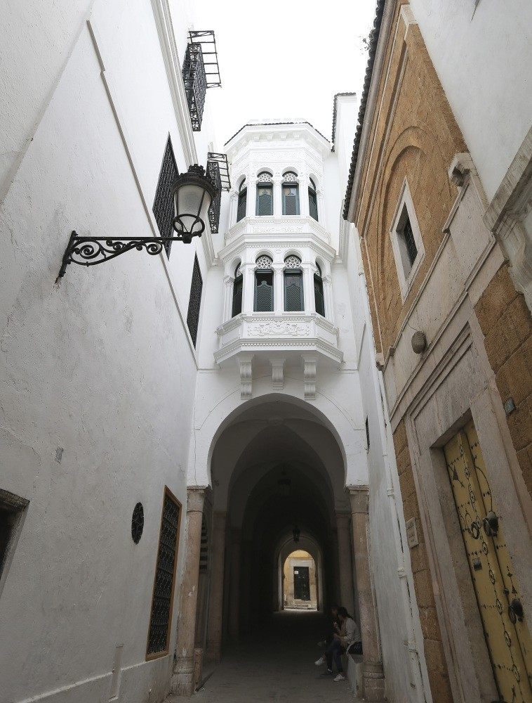 Sabbaths are architectural structures that feature chambers above porticos that protect the streets from rain and sun, turning them into closed roads.