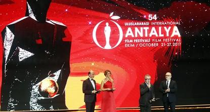 """pDas """"Internationale Antalya-Filmfestival, das in diesem Jahr zum 54. Mal unter der Trägerschaft der Turkuvaz Mediengruppe stattfindet, startete am Sonntag mit einer Prozession vor der..."""