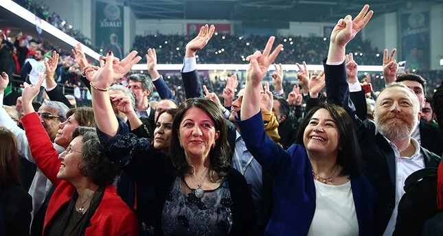 HDP Co-Chair Serpil Kemalbay (R2) and chairperson candidates Istanbul deputy Pervin Buldan and former deputy Sezai Temelli wave at supporters in Ankara Sports Arena. (AA Photo)