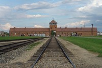 Auschwitz Museum urges photo op tourists to respect victims