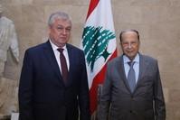 الرئيس اللبناني مستقبلاً الموفد الرئاسي الروسي إلى سوريا (الأناضول)