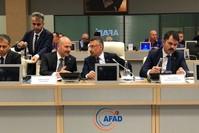 نائب الرئيس التركي فؤاد أوقطاي، وبجواره وزير الداخلية التركي سليمان صويلو أثناء متابعة تطورات الزلزال - إسطنبول