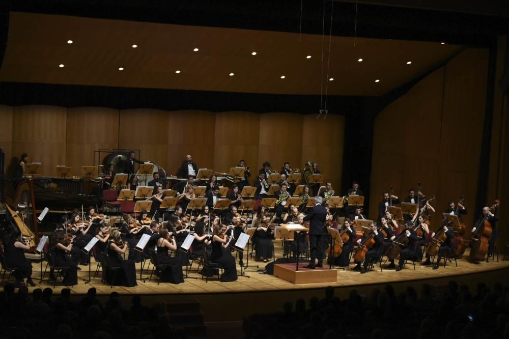 Cemal Reu015fit Rey Symphony Orchestra.