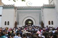 السلطات الفرنسية تغلق تسعة مساجد في البلاد