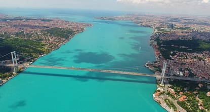 pNASA has put an end to the confusion over the mysterious hues of the Bosporus, which have changed from dark blue to a bright turquoise color in recent days./p