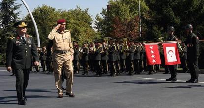 أعلنت وزارة الدفاع العراقية بدء مناورات عسكرية واسعة مع تركيا على الحدود المشتركة بين البلدين.  وأعلن بيان عن