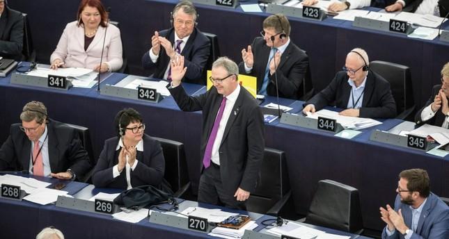 EU lawmakers back controversial copyright reforms