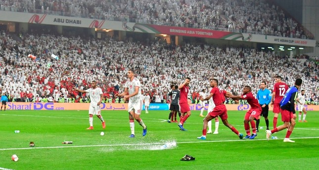 Fans throw bottles and flip-flops at the pitch during the 2019 AFC Asian Cup semi-final football match between Qatar and the UAE at the Mohammed bin Zayed Stadium in Abu Dhabi, Jan. 29, 2019. (AFP Photo)