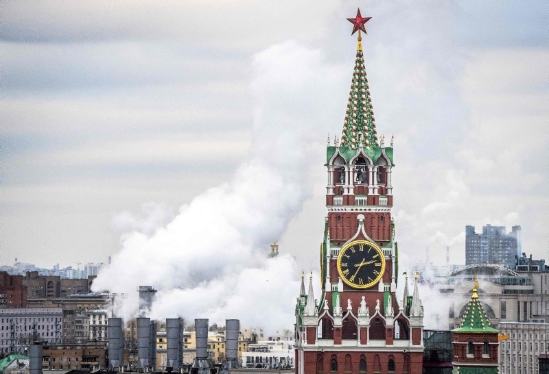 This Nov. 23, 2017 file photo shows the Kremlin's Spasskaya Tower and a heating power plant in Moscow. (AFP Photo)