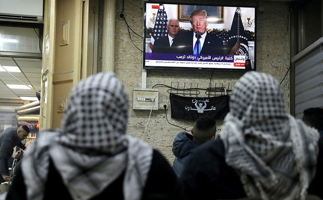 Palestinians watch a televised broadcast of U.S. President Donald Trump delivering an address where he announced that the United States recognises Jerusalem as the capital of Israel, in Jerusalem's Old City, Dec. 6, 2017. (Reuters Photo)