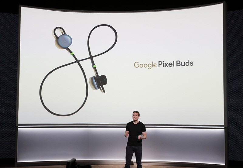 Google Product Manager Juston Payne introduces the Pixel Bud earphones during the new product launch at the San Francisco Jazz Center in San Francisco, California, USA, 04 October 2017 (EPA Photo)
