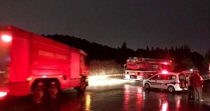 نشوب حريق في موقع لمشاة الجيش التركي بمنطقة توزلا في مدينة اسطنبول