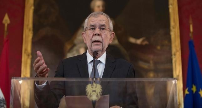 Austrian president calls for snap vote in September