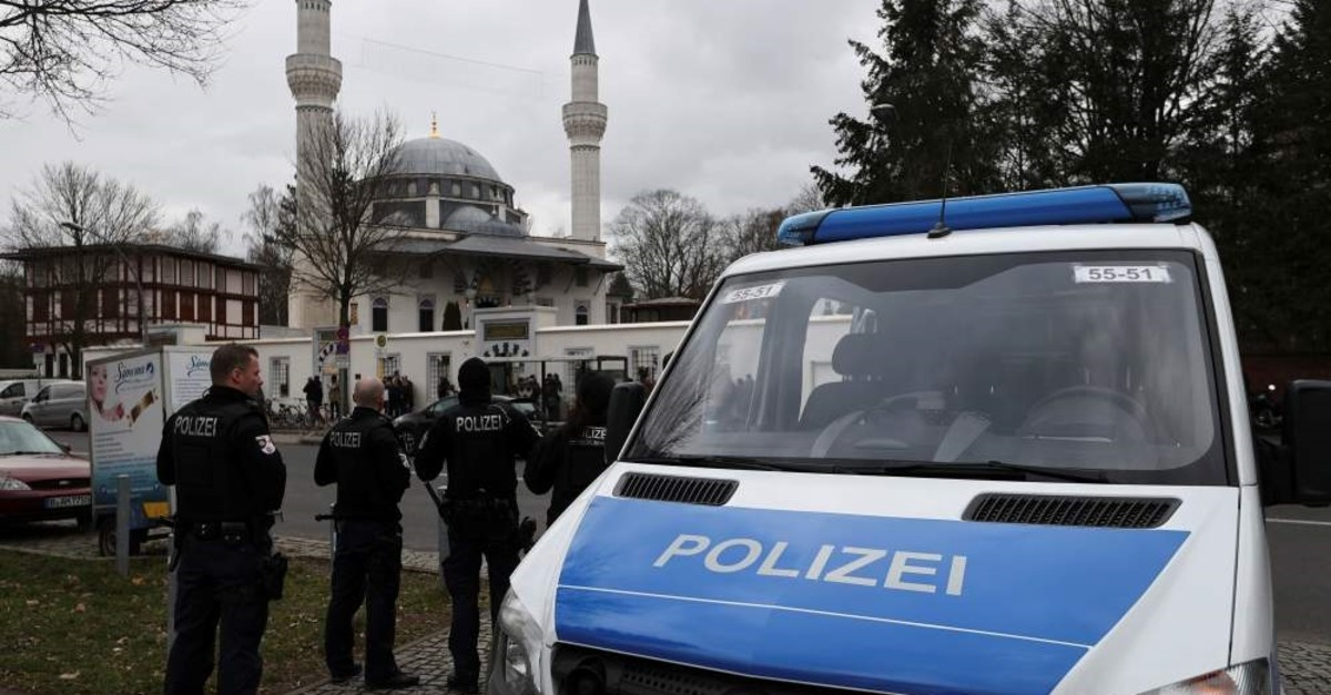Police observe area during Friday prayer following a shooting in Hanau near Frankfurt in front of Sehitlik Mosque, Berlin, Feb. 21, 2020. (REUTERS Photo)